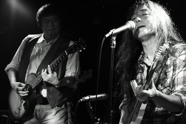 O.E. Gallagher live at 獅子王, Tokyo, 13 Oct 2014 - jam with Stevie. 484