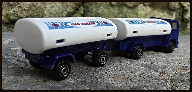 N°327 Ford Citerne/Tanker + Remorque 15413936720_5a9e330dd4_z