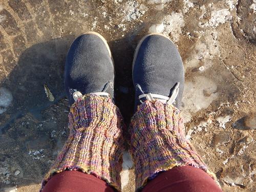 ноги в гетрах на льду