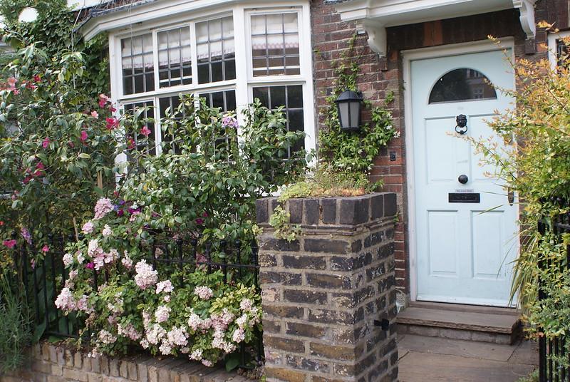 Charmante maison fleurie dans une rue calme et verdoyante de Notting Hill.