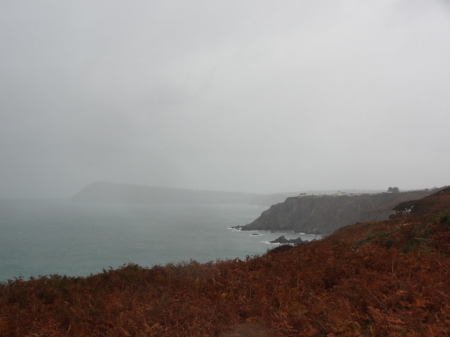 Pembrokeshire Coast Path: Fishguard (Abergwaun) to Newport