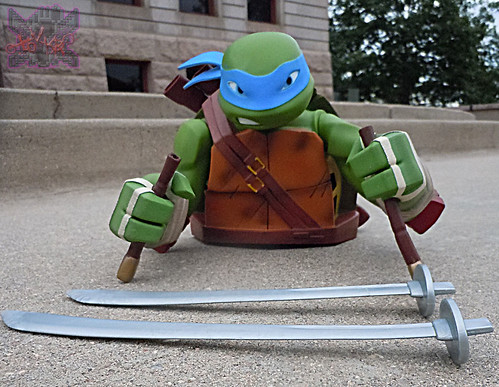 "DIAMOND SELECT TOYS :: Nickelodeon  TEENAGE MUTANT NINJA TURTLES;  ""LEONARDO"" Vinyl Bust Bank ii  (( 2014 ))"