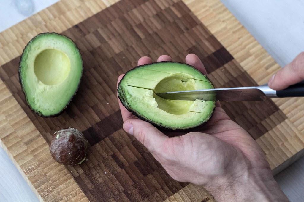 Guide - Sådan skærer du en avokado i tern