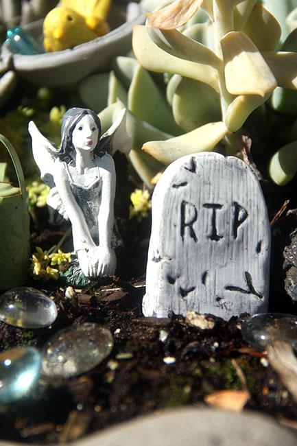 Fairy-Garden-tombstone