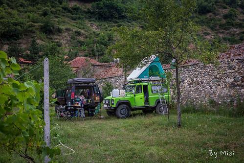 albania landrover kert kemping albánia dibër peshkopi szöllő