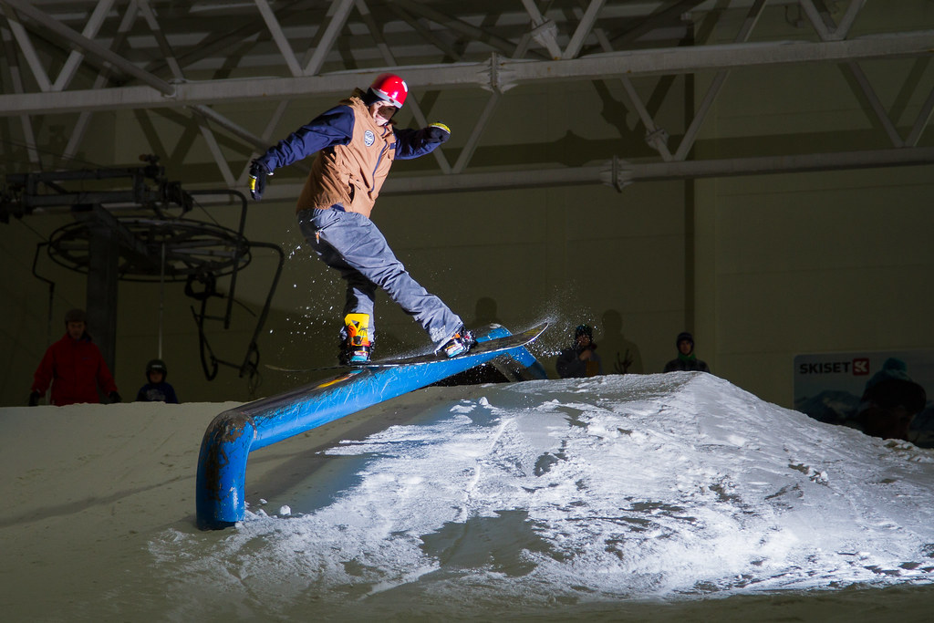 Marc 'Gladis' McClement snowboarding rail braehead glasgow