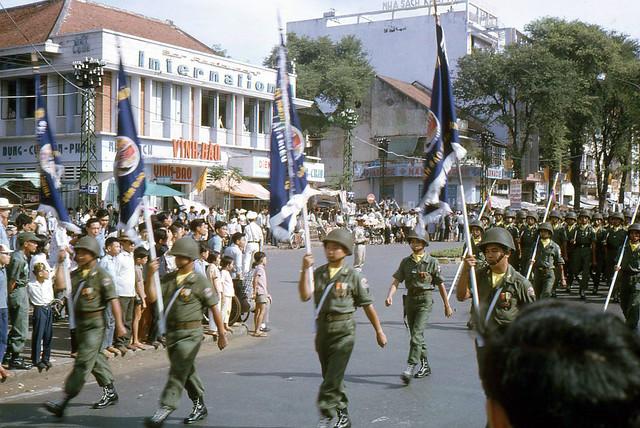 SAIGON 1965 - Diễn binh trên đường Lê Lợi