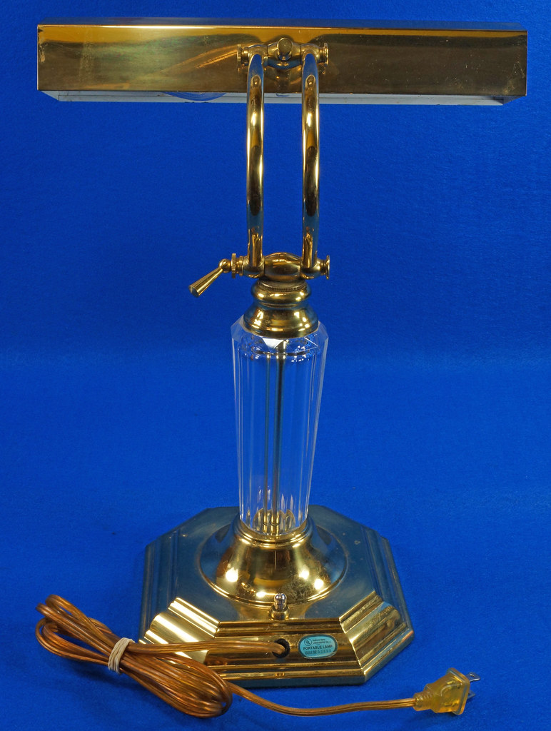 RD15252 Vintage Brass & Lucite Bankers Desk Piano Portable Lamp Light 3-Way Adjustable Arm DSC08724