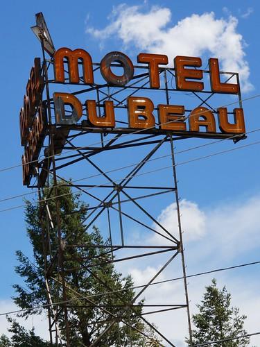 Motel Du Beau sign (Du Beau Hostel), Flagstaff, Arizona
