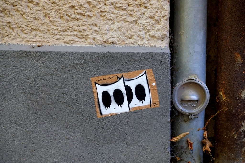 paste up | howl owl | berlin . kopenhagener strasse