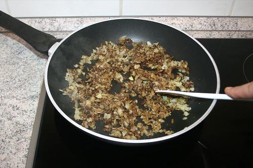 32 - Gewürze anbraten / Braise seasoning