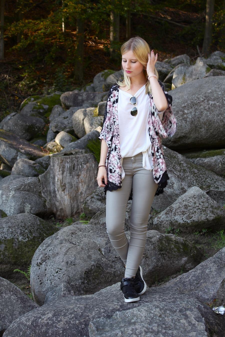 outfit-kimono-sun-grey