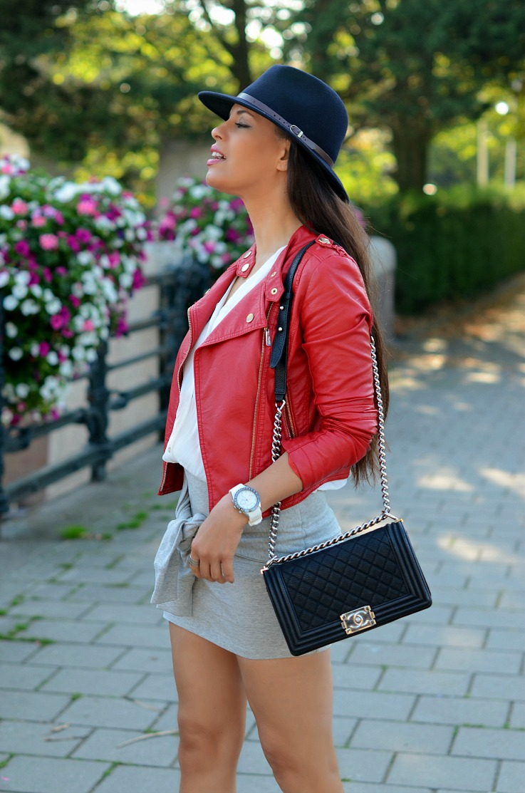 DSC_9297 Red Biker Jacket, Chanel Boybag, Blue Fedora hat