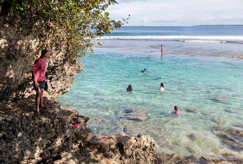 Mapupungko beach