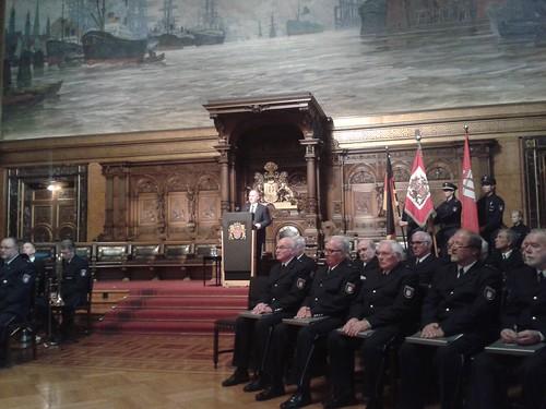 Verteidigung junger Polizeibeamtinnen und Polizeibeamter am 6. Oktober 2014