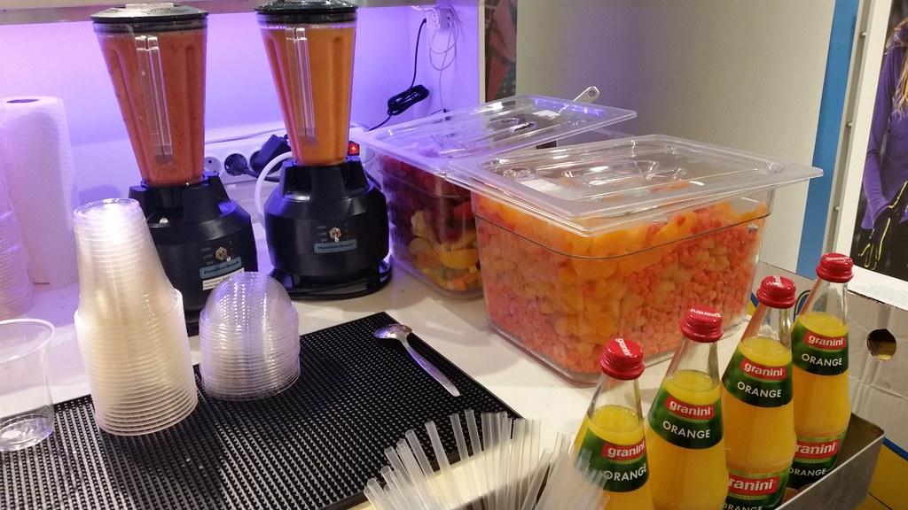 """#HummerCatering #Eventcatering #Adidas #Boostyourrun #Smoothie #Aktion. Frisch zubereitete Smoothies von unserer Smoothiebar im Dodenhof in Posthausen. Smoothies 1: Karotte mit Mandarinen, Banane und Joghurt Smoothie 2: tropische Früchte mit Erdbeeren, • <a style=""""font-size:0.8em;"""" href=""""http://www.flickr.com/photos/69233503@N08/15499325771/"""" target=""""_blank"""">View on Flickr</a>"""