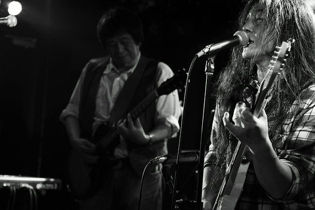 O.E. Gallagher live at 獅子王, Tokyo, 13 Oct 2014 - jam with Stevie. 406