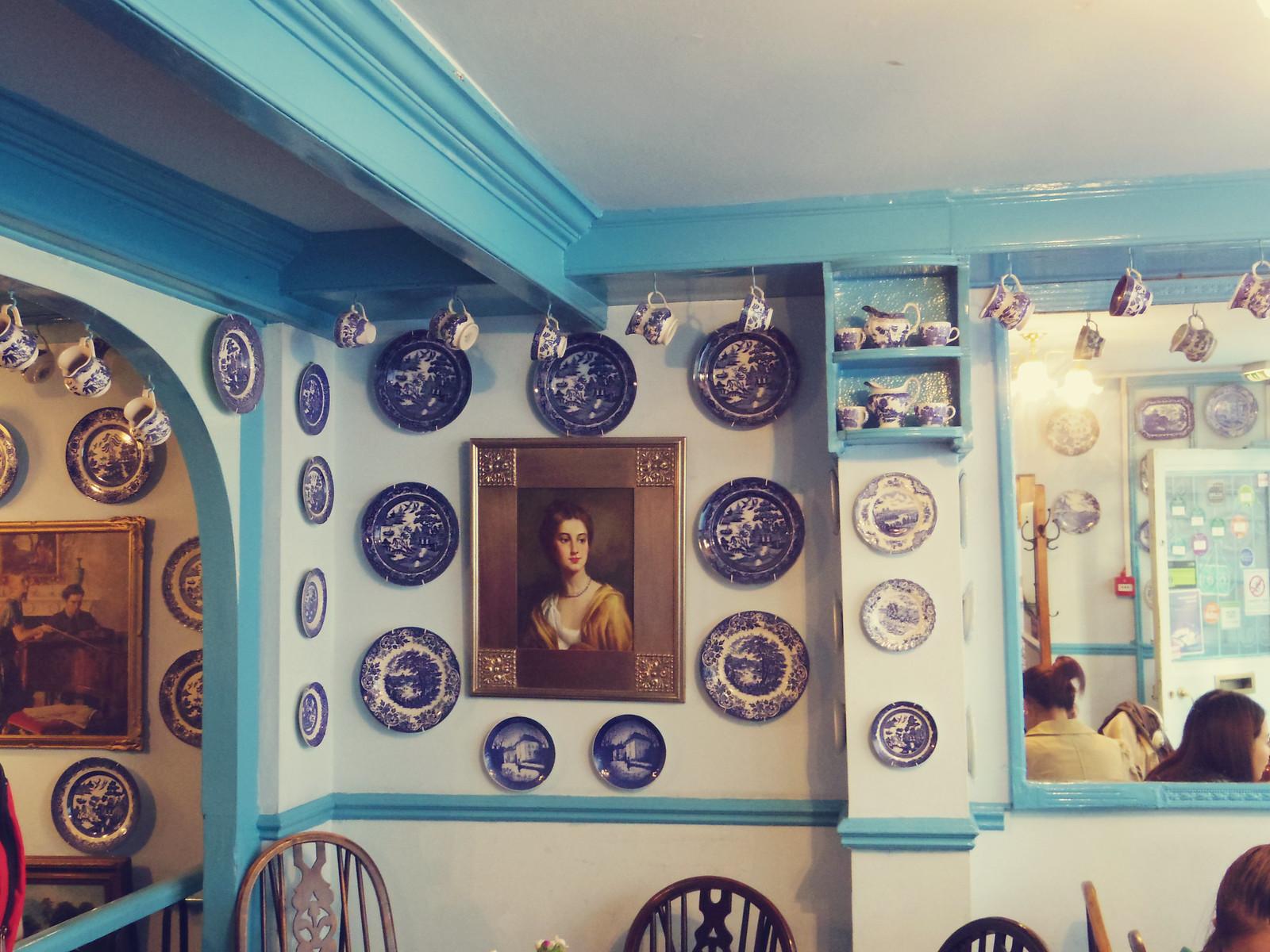 twee decor cafe interior