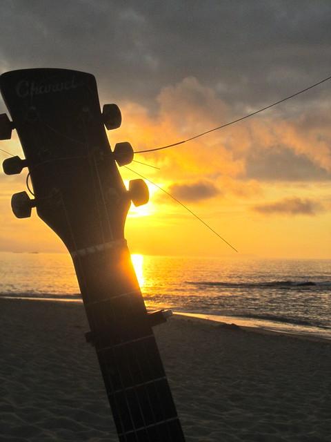 Guitarra y playa 2