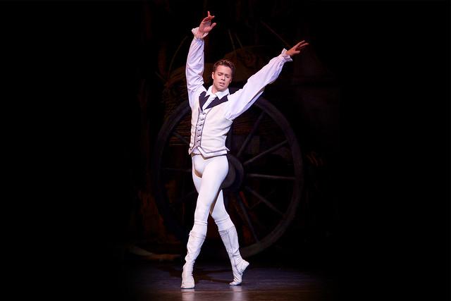 Matthew Golding in Manon © ROH, 2014