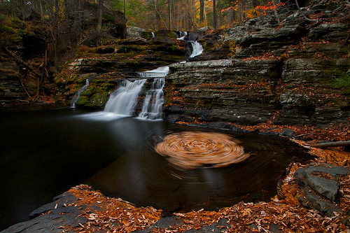 longexposure autumn red fall nature pool leaves landscape waterfall october scenery pennsylvania cliffs foliage whirlpool delawarewatergap dwg childspark factoryfalls