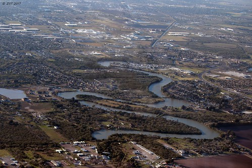 abandonedmeanders aerial aerialview breezelake brotoiah brownsvilletohouston commercialflight flight lake serpentinelake texas unitedairlines vacation viewedfromabove windowseat zeesstof