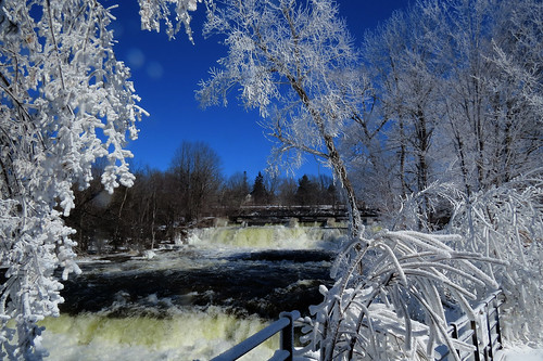 millfalls almonte ontario canada winter hiver glace branche ice frozen falls chutes mississippiriver