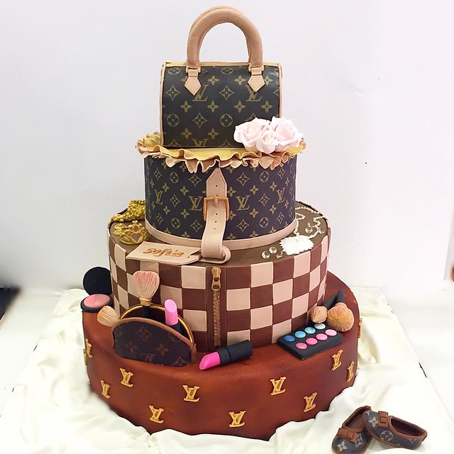 Louis Vuitton Style Cake by muffinworld