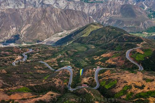 colombia cañóndelchicamocha santander paragliding road chicamochacanyon fly paraglider andes