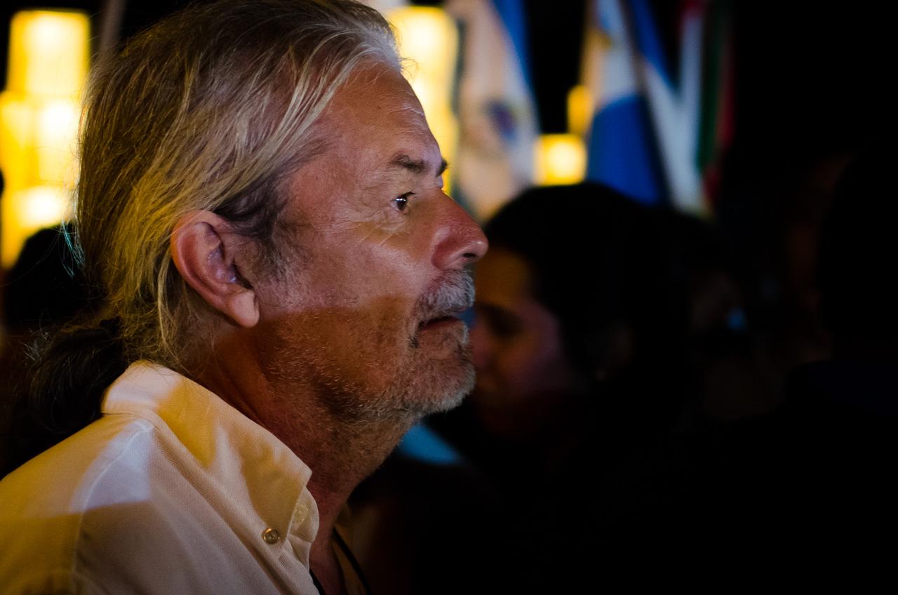 Koki Ruíz observa atentamente el desarrollo de la procesión de Tañarandy como lo hace desde hace 25 años, pintor autodidacta, como lo describe en su biografía de portal guarani: http://www.portalguarani.com/252_koki_ruiz.html
