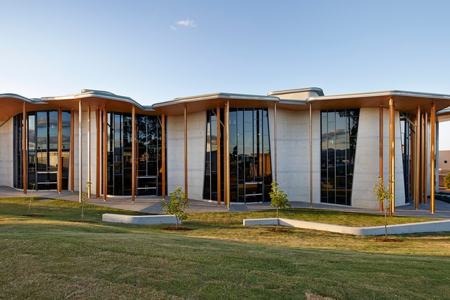 The Abedian School of Architecture in QLD won the AISF Best Use of Anodising award