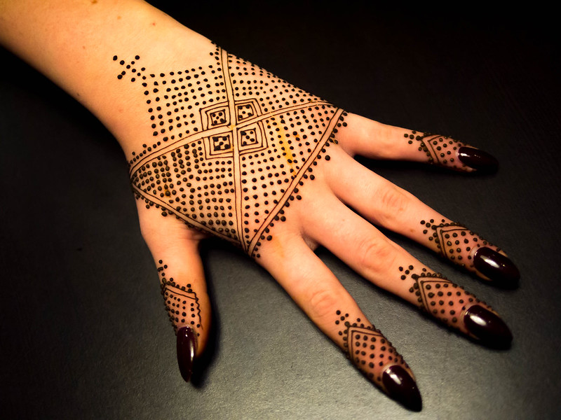 Moroccan Mehndi Patterns : Moroccan henna strip hand triangles
