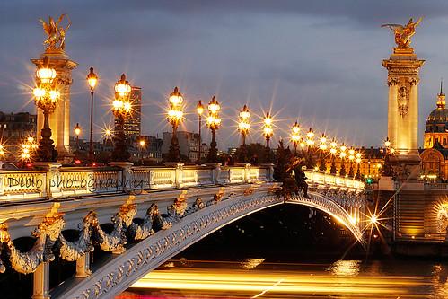 lumières sur le pont Alexandre III / Lights on the bridge Alexandre III