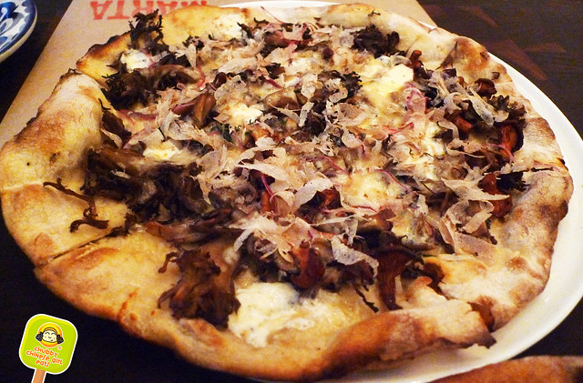 marta washington - funghi pizza