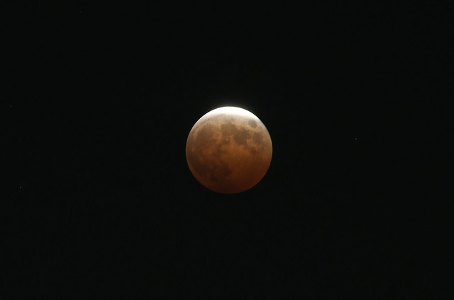 皆既月食 a total eclipse of the moon 2014年10月8日