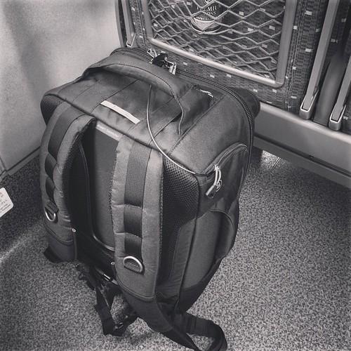 今日の荷物。明日が雨降りなので一つにまとめたこともあって重い。10kg以上ある。仕方ないけど。
