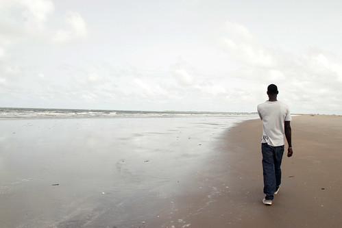 africa sea summer man reflection beach walking friend holidays country border reflejo westafrica gambia senegal turismo vacaciones oceano atlantico thegambia kartong kartung smilingcoast