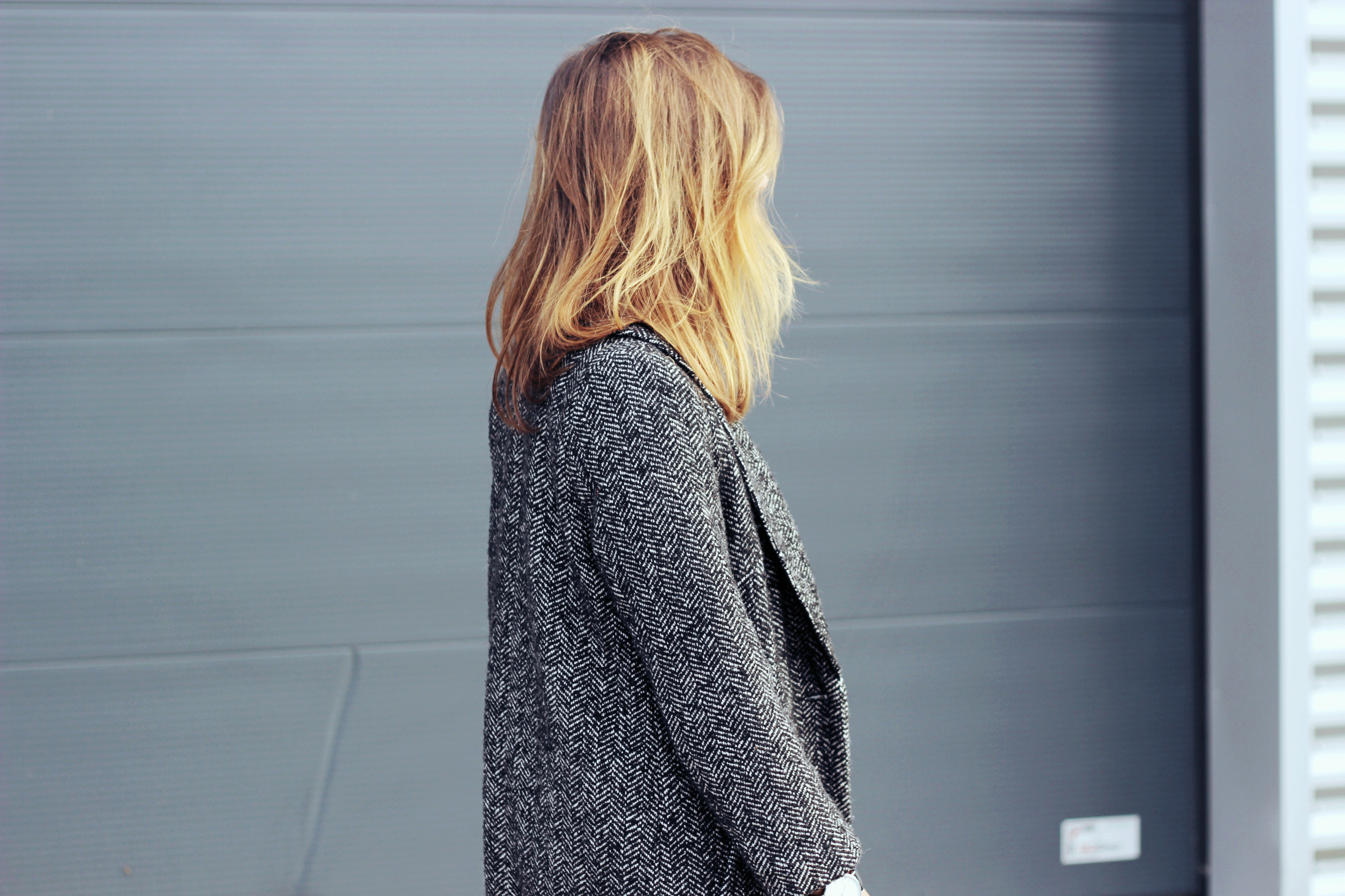 Ombre-brown-hair-oversized-tweed-blazer