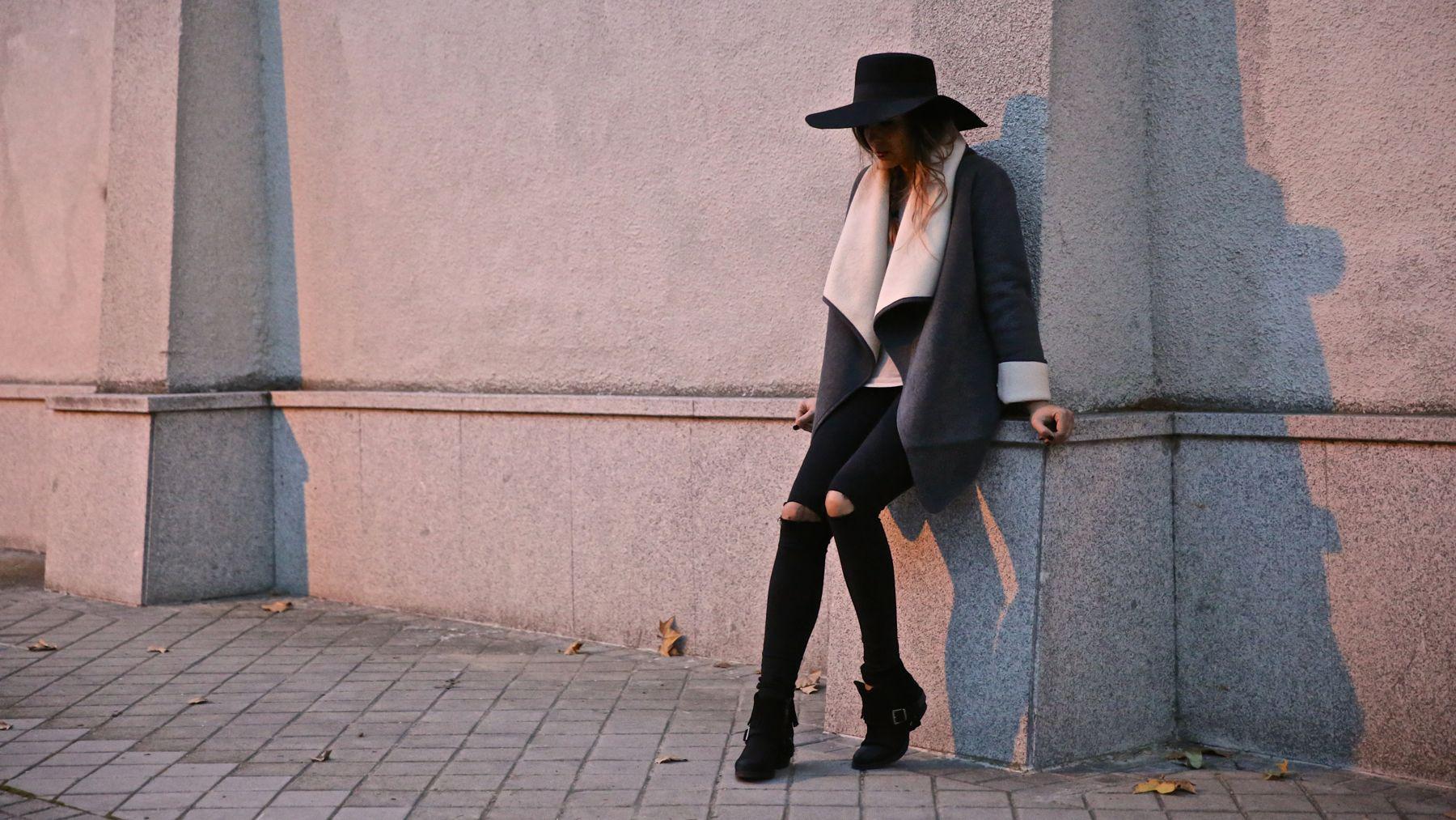 trendy_taste-look-outfit-street_style-ootd-blog-blogger-fashion_spain-moda_españa-abrigo_borrego-borreguillo-otoño-frio-cold-hat-sombrero-boho-hippie-steve_madden-skinny_jeans-pitillos-fall-4
