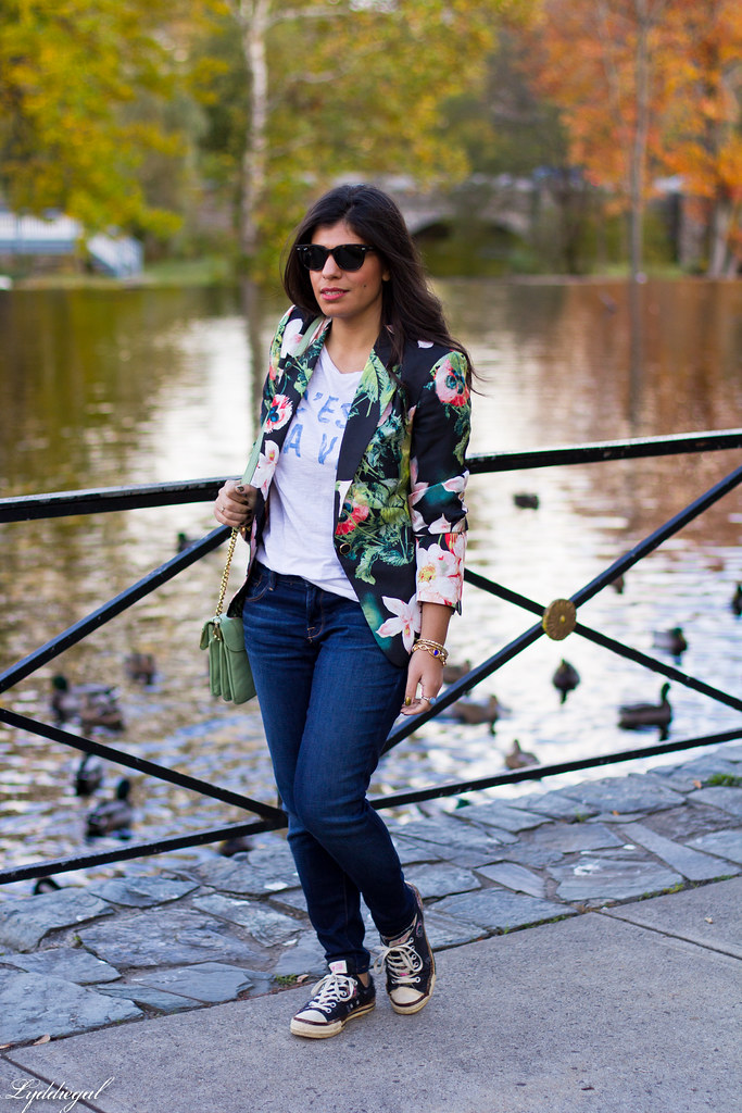 Jeans, graphic tee, floral blazer, converse-2.jpg