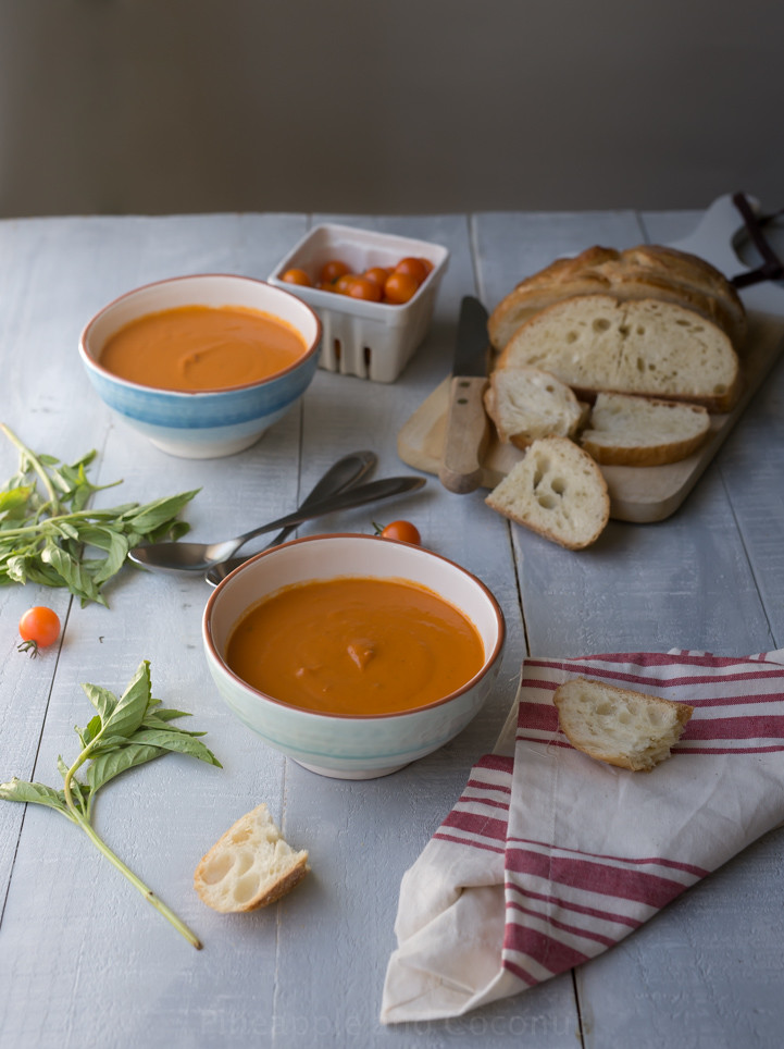 Easy Creamy Tomato Soup www.pineappleandcoconut.com