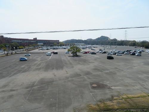 佐賀競馬場の広大な駐車場