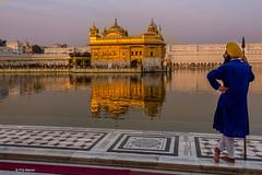Temple guard and Sikh Goldn Temple - Amritsar, India