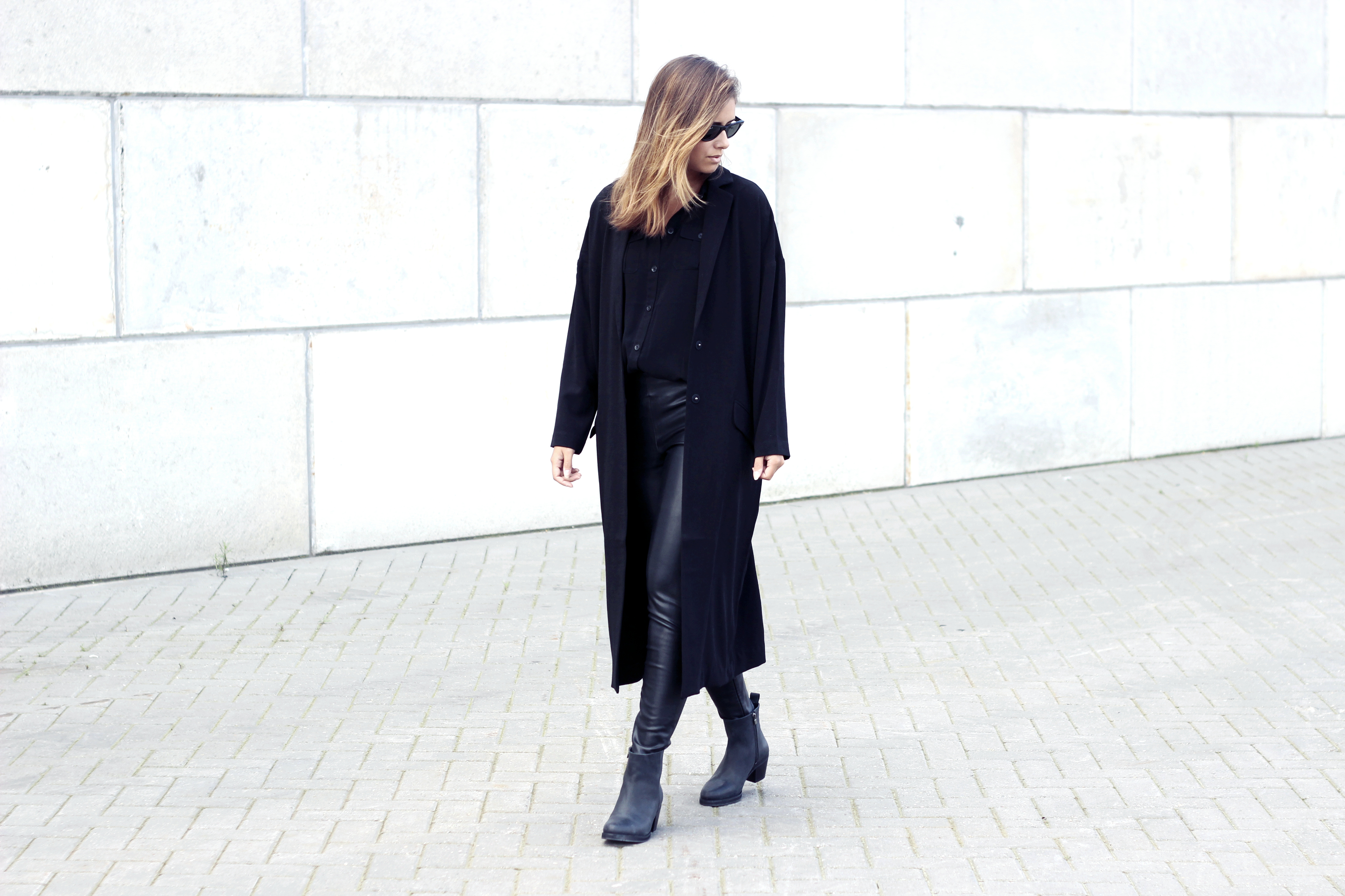 Outfit asos black duster coat street style