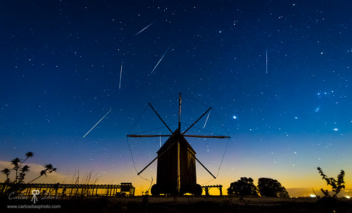 winter portugal windmill horizontal night shower nightscape meteor shootingstars leiria meteors geminids outeiro 2013 alvorge