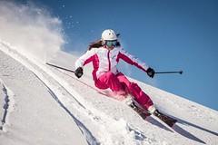 Tým žen vyvíjí lyže speciálně pro ženy. České lyžařky je nakupují čím dál více