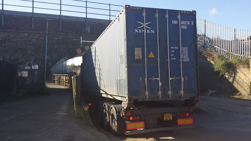 ... And a lorry using it #tightfit #LondonLOOP #sh