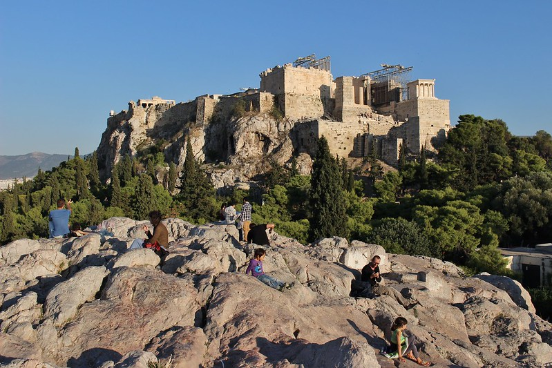 Akropolis on background