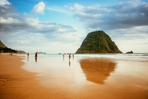 trip travel sea vacation people seascape tourism beach indonesia landscape nikon scenery 28mm shoreline human pantai wisata eastjava jawatimur banyuwangi d700 vsco vscofilm