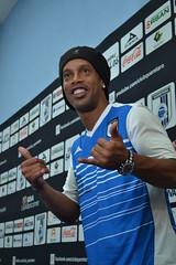 Ronaldinho espera estar pronto a tono
